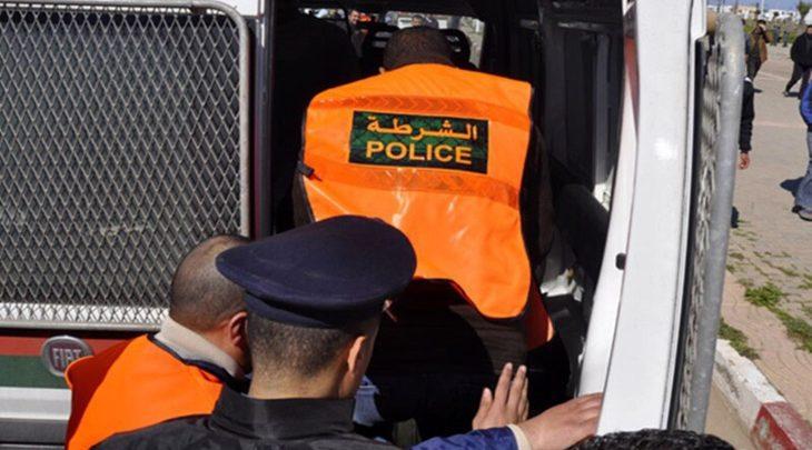 التحقيق مع شرطي بالدار البيضاء جرد مواطنا من هاتفه ومنحه لعشيقته
